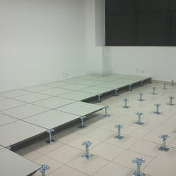 Piso elevado para data center